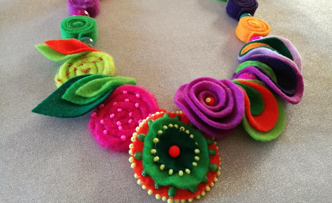 Bright felt necklace by Dagmar Byrtusova
